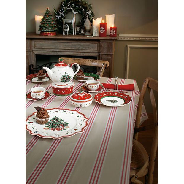 50 Best Wedding Gifts 2020 No Registry No Problem: Toy's Delight Red Dinner Plate Villeroy & Boch